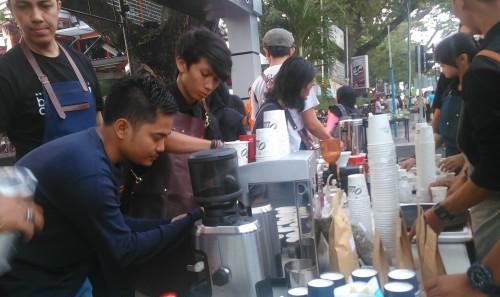 Persiapan Pembuatan Minuman oleh komunitas barista medan