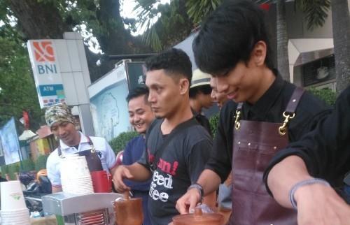 Sada Coffee bagikan kopi gratis di Acara Medan Car Free Day