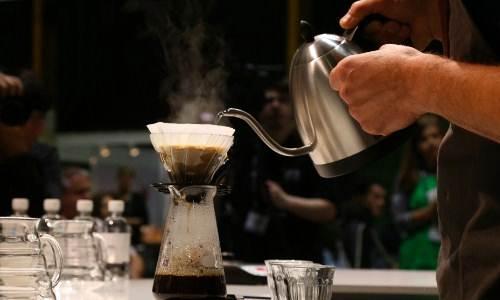 Teknik Pouring yang digunakan barista