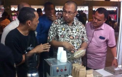 Wakil Walikota Medan Seruput kopi